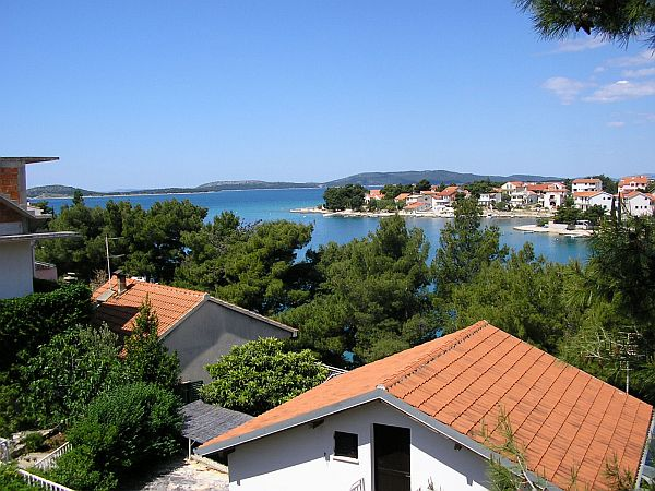 Potkrovlje - pogled: Sa svakog balkona pruža se pogled na more.
